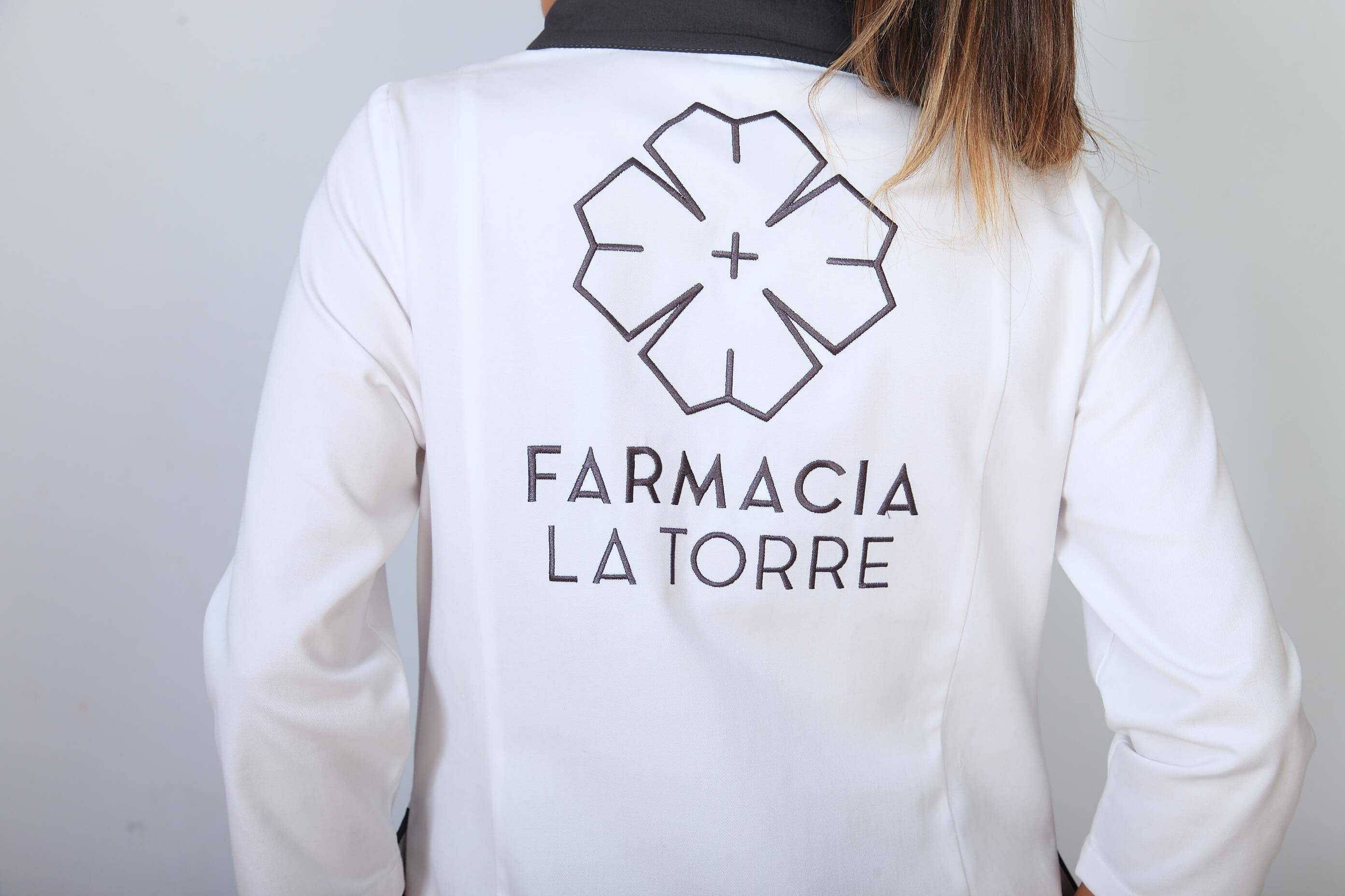Bordado uniforme para Farmacia La Torre