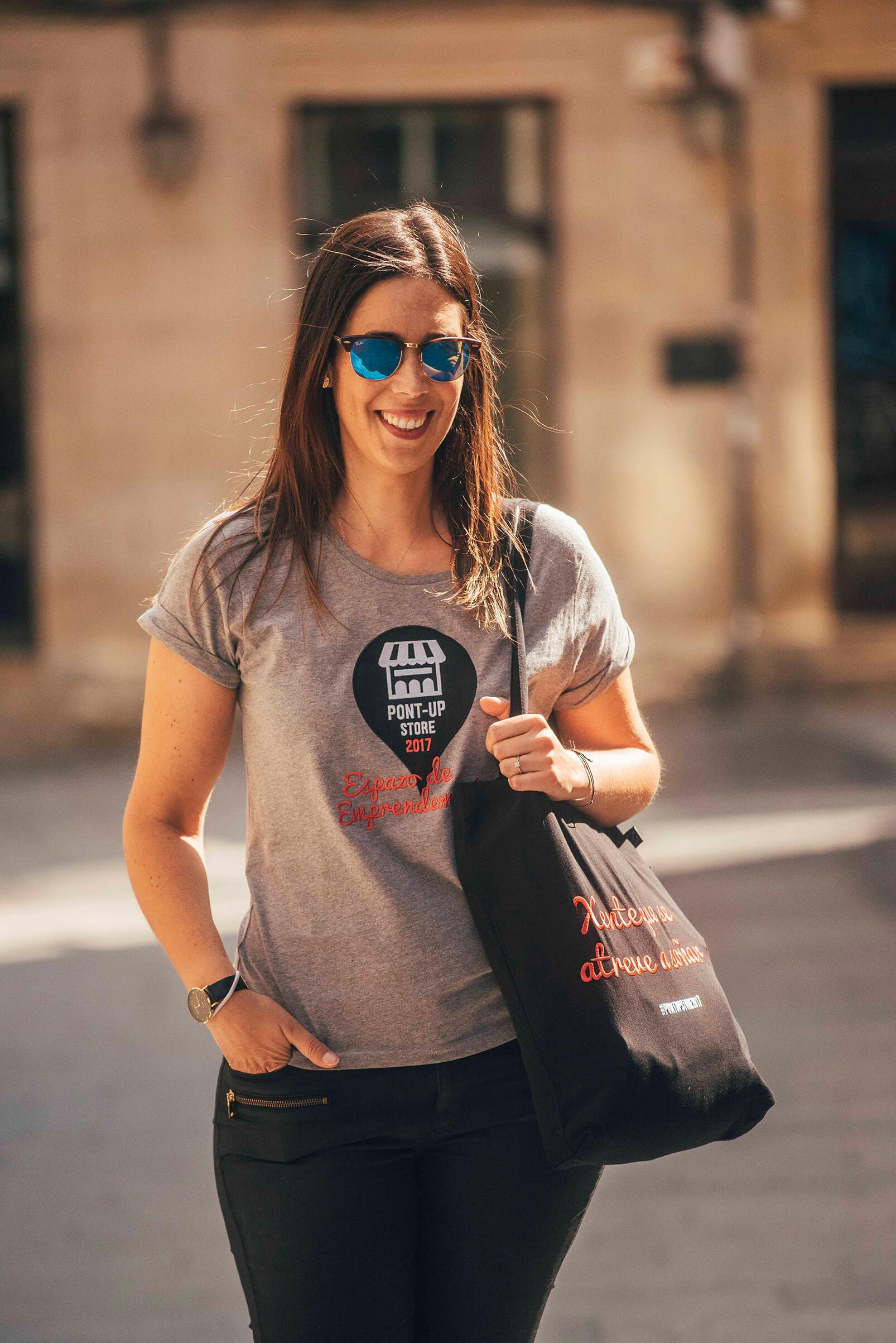 Camiseta y bolsa personalizadas para Pont-Up Sotre